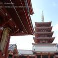 2011.08.28up<br/>2010年夏、東京にて(10-1) 宝蔵門をくぐれば、左手には五重塔