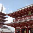2011.08.28up<br/>2010年夏、東京にて(10-7) 青空の下、五重塔と宝蔵門
