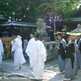献饌供御人行列(07-02) 伊豆神社にて、神事待ち