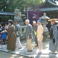 献饌供御人行列(07-03) 伊豆神社にて、神事待ち