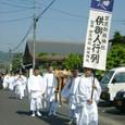 献饌供御人行列(14-01) カモアオイ(双葉葵、賀茂葵)の御神紋を掲げて