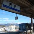 2011.02.06up Station/駅134 堅田駅97 堅田駅にて、雪の比良山系とJR221系