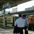 2010.08.02up Station/駅127 堅田駅92 駅員さんと117系(福知山色)、113系(湘南色)