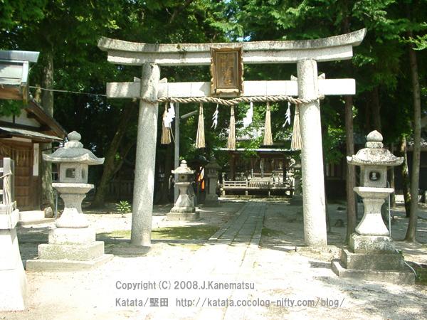 伊豆神田神社の鳥居と参道、社殿