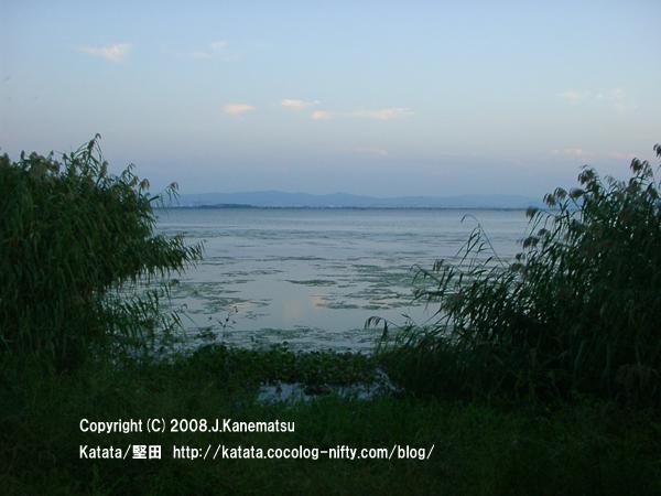 黄昏時の琵琶湖