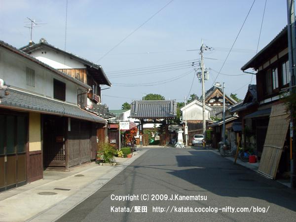 本福寺の門前の町並み