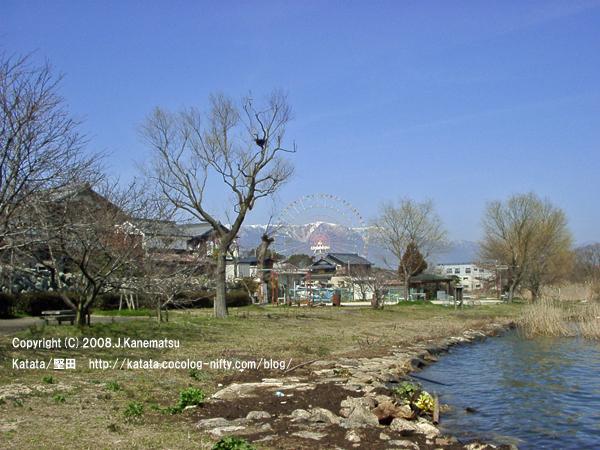 春の琵琶湖畔
