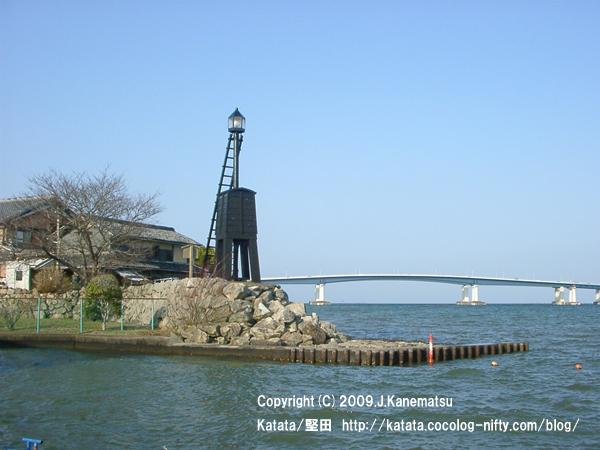 出島灯台と琵琶湖大橋