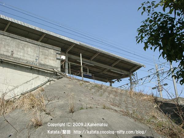 高架式の堅田駅を、見上げる。