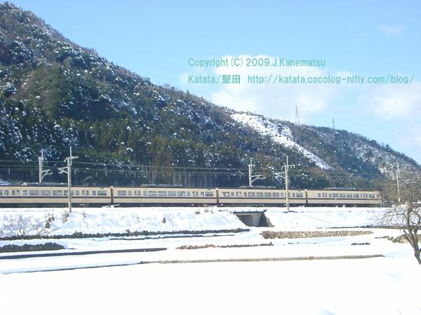JR湖西線の写真 近江高島駅付近1 「117系の走る風景・近江高島」 photograph of JR Kosei line Near the Omitakashima station 1