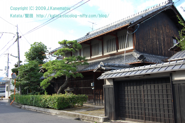 "明治期の町屋 photograph of Katata,Otsu,Shiga,Japan  Honkatata  ""Machiya built for the Meiji periodis (in the latter half of the 19th century) ;the private house in Honkatata no.11"""