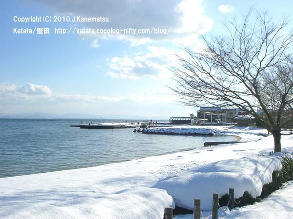 雪の日の琵琶湖(北小松漁港付近)