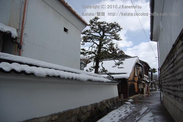 雪の日の路地(本堅田)2