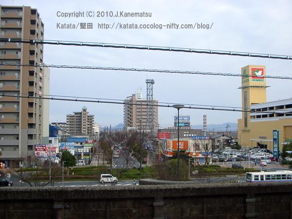 堅田駅ホームから見たJR堅田駅前
