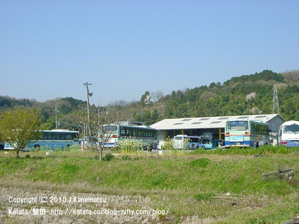 バスの寝床、うららかな春の日に(江若交通堅田営業所)