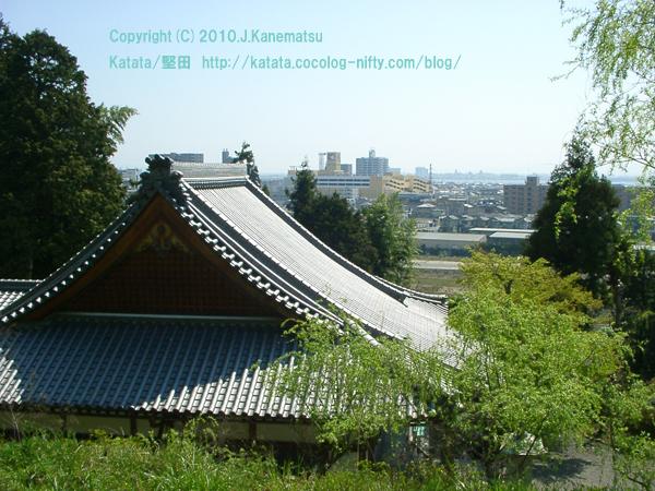 高台からの堅田駅前の眺め