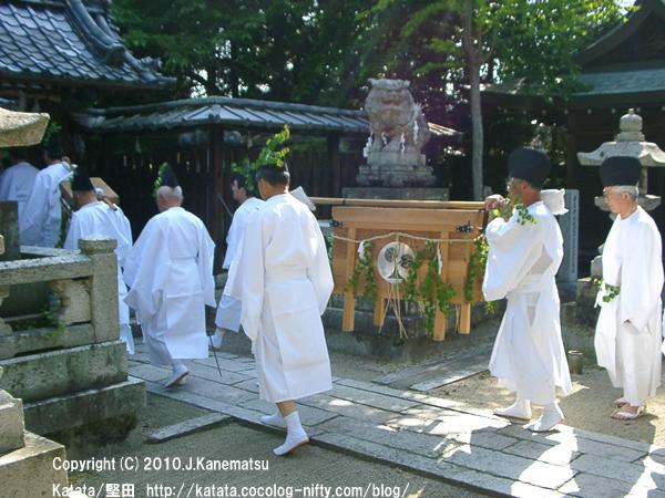 伊豆神社にて、神事待ち1
