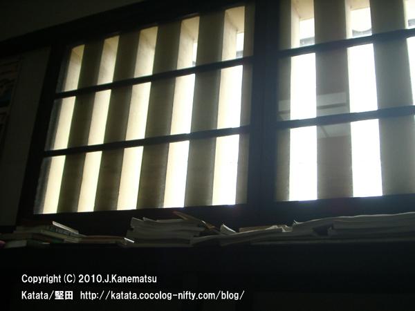 町屋の2階のむしこ窓