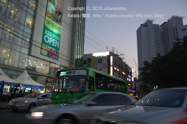 ソウルの夜、タクシーの車内から