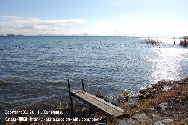 居初氏庭園の目の前に広がる、琵琶湖の風景