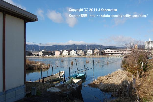 淡水真珠の養殖用の舟(堅田内湖から)