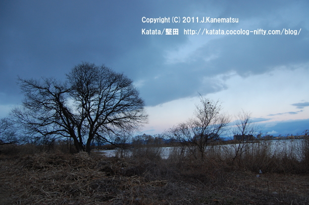 琵琶湖岸、冬の夕暮れ(道の駅びわ湖大橋米プラザ前にて)