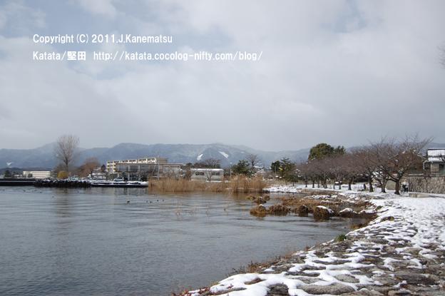 琵琶湖岸、静かな雪の日の風景1