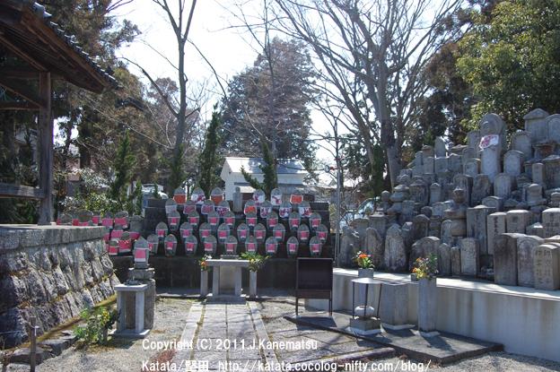 妙盛寺境内の地蔵
