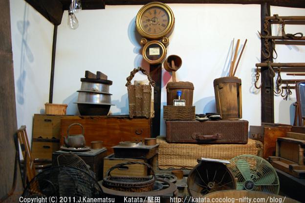 古時計、レトロな扇風機、箪笥、鉄瓶、釜