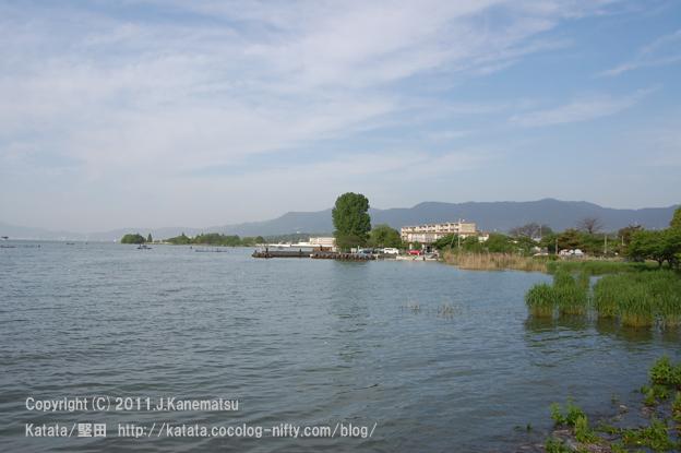 朝7時28分、琵琶湖の入り江の対岸にて