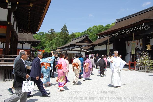 下鴨神社舞殿の脇を通り本殿へ3