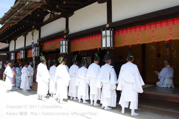 下鴨神社本殿での神事を見守る2