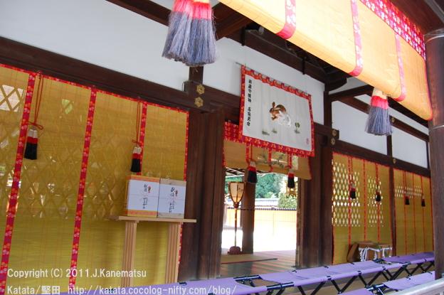 葵祭前日、下鴨神社本殿にて(2011年・卯年に撮影)