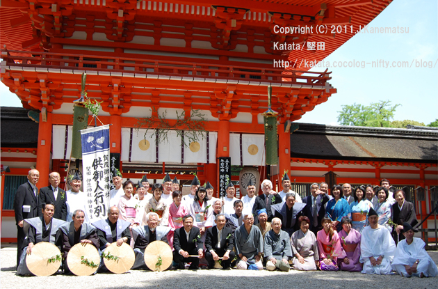 下鴨神社楼門前にて、記念撮影(2011年度)