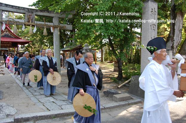 神田神社を出発 3
