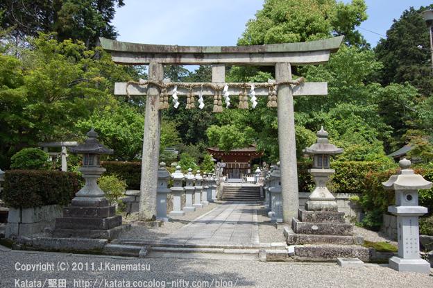 真野の神田神社(参道の途中で)