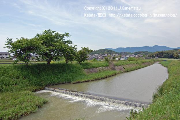 真野川と、里山の風景