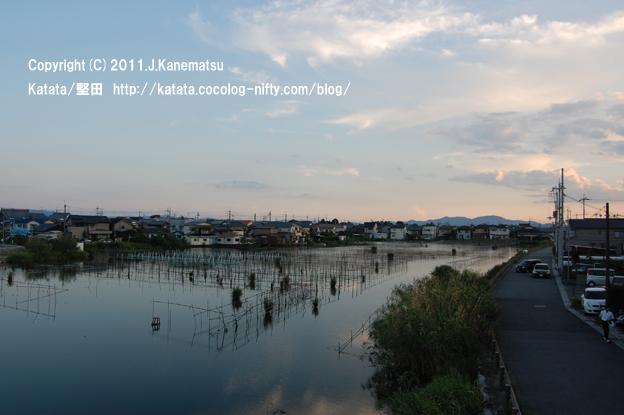 9月中旬、堅田内湖の夕暮れ(本堅田4、2丁目方面を望む)