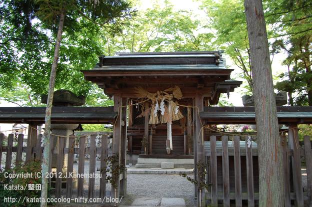 神田神社の静かな朝5・本殿の前