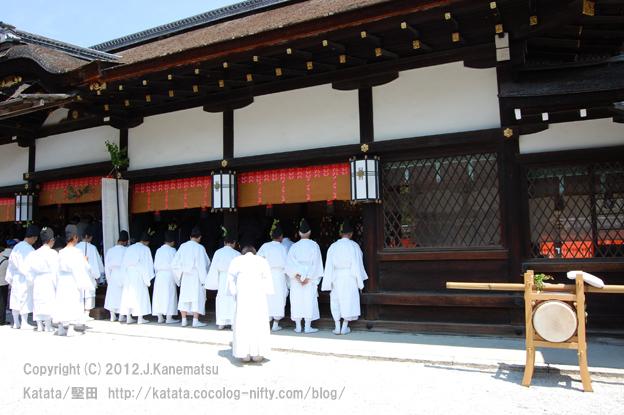 下鴨神社巡行19・白装束姿で神事を見守る