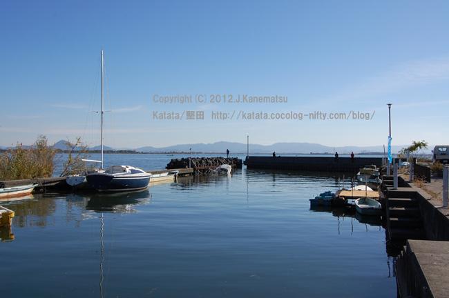 琵琶湖の畔、小さな入り江の秋の風景 その1