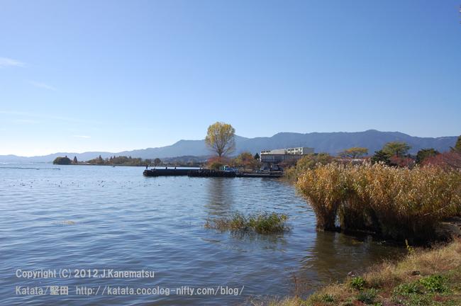琵琶湖の畔、小さな入り江の秋の風景 その2