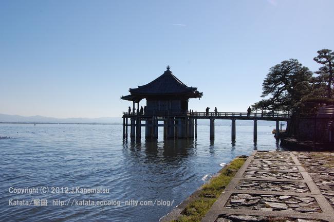 初冬の浮御堂と琵琶湖(浮御堂北湖岸から)