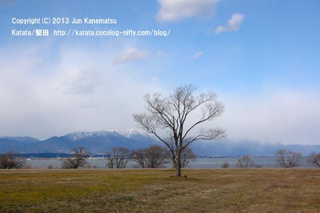 烏丸半島から見た堅田のまちと、雪の比良山系-3