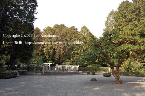 天智天皇山科陵と広場