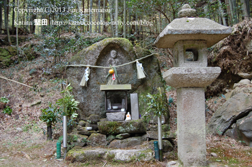 志賀峠の入り口には小さな石仏