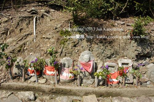 三井寺境内の石仏