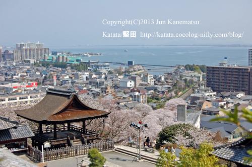 三井寺境内と琵琶湖の眺め