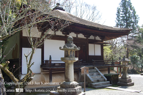 御影堂と石灯籠(石山寺)