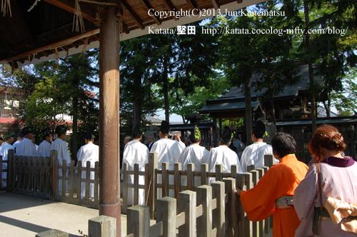 神田神社で道中の無事を祈願(2013年献撰供御人行列-3)